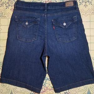 NWOT Women's Sz: 10 Levi's Boyfriend Shorts